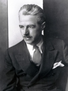 El novelista Dashiell Hammett (1894-1961)