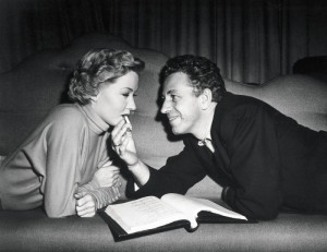 On the set of In a Lonely Place, 1950 - 03 Gloria Grahame y Nicholas Ray