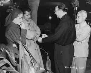 Out of the Past (1947) Jane Greer and Robert Mitchum, director Jacques Tourneur and cinematographer Nicholas Musuraca on the set