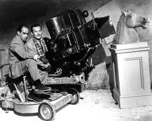 Crepúsculo Julio Bracho y el cinefotógrafo Alex Phillips durante la filmación en 1944