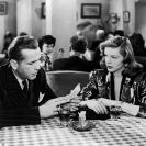 Humphrey Bogart y Lauren Bacall en The Big Sleep (1946) Still 102