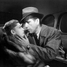 Lauren Bacall y Humphrey Bogart en The Big Sleep (1946) Still 122